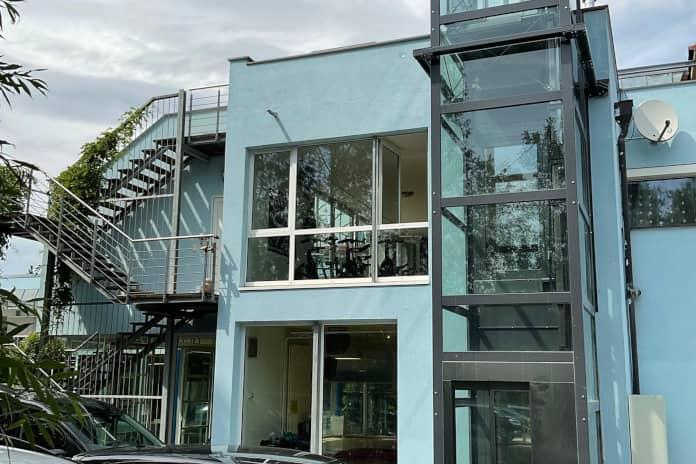 Umgebautes Zweigeschossiges Penthouse mit Fahrstuhl
